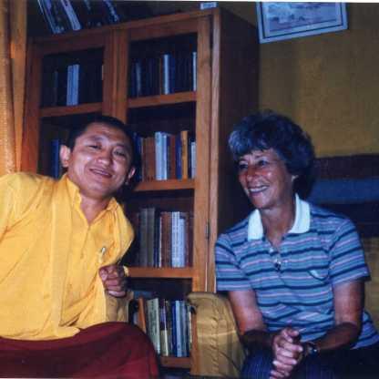 עם ראש מנזר בודנט בקטמנדו, מורה וידיד 1978