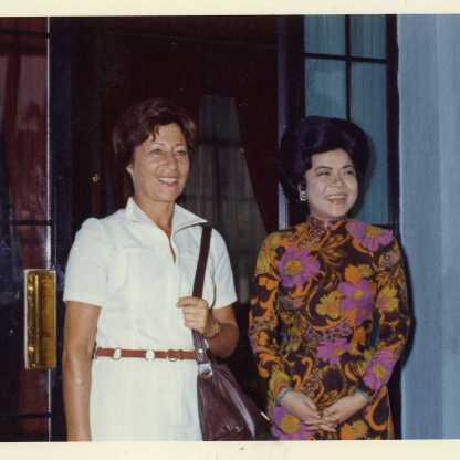 אצל רעיית ראש ממשלת ויטנאם, טייה, סייגון, 1974