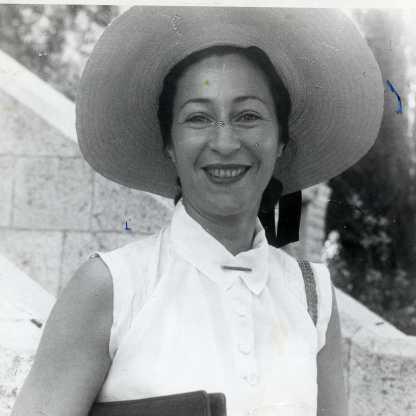 בחזית מנהלת הדסה, שטראוס, 1952