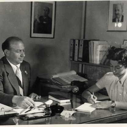 מזכירת מנהל הדסה קלמן מן, בית הבריאות שטראוס, 1952